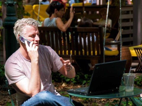 4 Subtle differences between workaholics and high performers